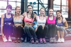 Grupo de sentada del bailarín de la mujer Foto de archivo