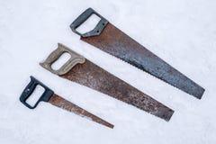 Grupo de serras de fender oxidadas velhas imagens de stock royalty free