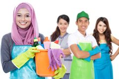Grupo de serviços da limpeza prontos para fazer as tarefas fotografia de stock royalty free