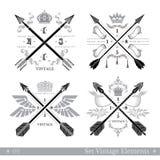 Grupo de setas transversais com elemento decorativo Moldes para o negócio, etiquetas do estilo do vintage do moderno, logotipos,  Fotografia de Stock Royalty Free