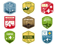Grupo de Ski Club, etiquetas da patrulha Montanha do vintage ilustração stock