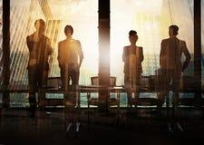 Grupo de socio comercial que busca el futuro Concepto de corporativo y de lanzamiento Fotos de archivo