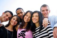Grupo de sonrisa de los amigos imagen de archivo