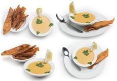 Grupo de sopa de lentilha isolado no fundo branco, trajeto de grampeamento incluído Imagem de Stock