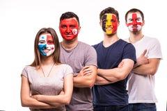 Grupo de suport dos fãs suas equipas nacionais com caras pintadas Fãs de Inglaterra, Bélgica, Tunísia, Panamá isolados no fundo b imagens de stock