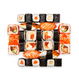 Grupo de sushi, de maki, de gunkan e rolos isolados no branco Imagens de Stock Royalty Free