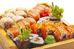 Grupo de sushi japonês do marisco no fundo branco fotografia de stock