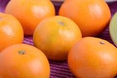 Grupo de tanjerinas frescas, alimento natural Imagens de Stock