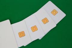 Grupo de tarjeta de crédito en el escritorio verde Imagen de archivo libre de regalías