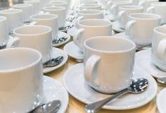 Grupo de tazas de café vacías E fotos de archivo