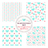 Grupo de testes padrões sem emenda com hortelã e corações cor-de-rosa Imagens de Stock