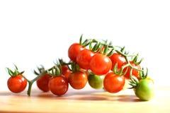 grupo de tomate no branco de madeira velho Imagem de Stock Royalty Free