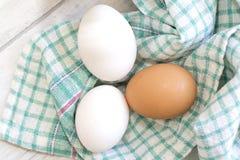 Grupo de três ovos no pano colorido Imagem de Stock Royalty Free