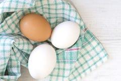 Grupo de três ovos no pano colorido Imagens de Stock Royalty Free