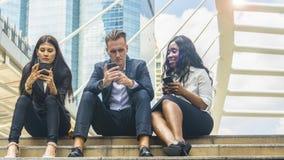 grupo de três trabalhadores do negócio da nacionalidade dos povos multi fotografia de stock