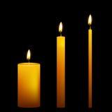 Grupo de três velas do vetor no fundo escuro ilustração do vetor
