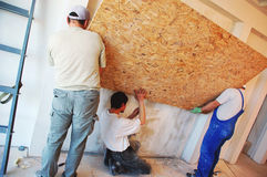 Grupo de trabalho dos trabalhadores da construção foto de stock royalty free