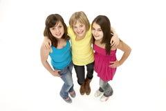 Grupo de tres chicas jóvenes en estudio Foto de archivo libre de regalías
