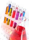 Grupo de tubos y de frasco de prueba Foto de archivo