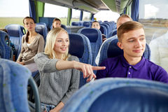 Grupo de turistas en autobús del viaje Foto de archivo libre de regalías
