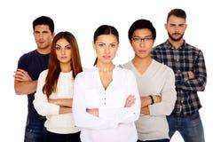 Grupo de um pessoa sério com os braços dobrados foto de stock