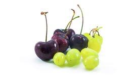 Grupo de uvas e de cereja fotos de stock