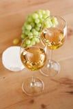 grupo de uvas e do vinho branco Foto de Stock