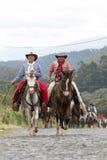 Grupo de vaqueros a caballo en Ecuador Fotos de archivo
