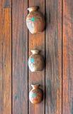 Grupo de vasos feitos a mão velhos feitos da argila Fotografia de Stock Royalty Free