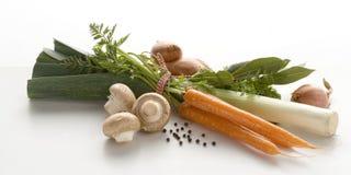 Grupo de vegetais Cenouras, cogumelos e uniões imagens de stock