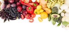Grupo de vegetais crus frescos coloridos e de frutos Fotos de Stock