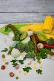 grupo de vegetais no fundo de madeira branco Foto de Stock Royalty Free