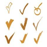 Grupo de verificação da garatuja do vetor no fundo branco, ilustração tirada mão do ouro para o projeto Imagens de Stock Royalty Free
