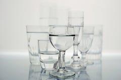 Grupo de vidros em preto e branco foto de stock royalty free