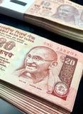 Grupo de vinte notas da moeda da rupia imagem de stock royalty free