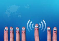 Metáfora de los dedos del wifi de la red inalámbrica Imagen de archivo