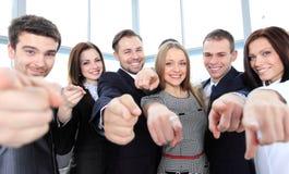 Grupo diverso de ejecutivos que señalan todo en usted Imágenes de archivo libres de regalías