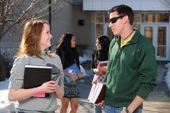 Grupo diverso de estudantes universitários foto de stock royalty free