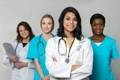 Grupo diverso de profissionais dos cuidados médicos fotografia de stock
