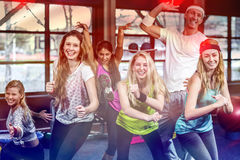 Grupo divertido de bailarín que presenta junto Fotografía de archivo libre de regalías