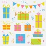 Grupo do ícone da caixa de presente Confetes de papel da fita das bandeiras do triângulo Bandeira colorida que pendura na corda C Fotografia de Stock Royalty Free