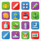 Grupo do ícone das férias de verão em um projeto liso Fotos de Stock Royalty Free