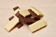 Grupo do close up poroso preto e branco do chocolate Fotografia de Stock