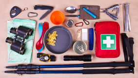 Grupo do curso Equipamento do turista para acampar ou caminhar Foto de Stock Royalty Free