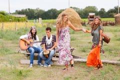 Grupo do Hippie fora Fotografia de Stock