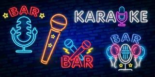 Grupo do karaoke dos sinais de néon A coleção é um logotipo claro, um símbolo, uma bandeira clara Anunciando a barra brilhante do ilustração stock