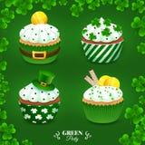 Grupo do Partido Verde Coleção com os queques para o dia de St Patrick Foto de Stock Royalty Free