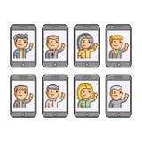 Grupo do pixel Os povos comunicam-se em smartphones Imagens de Stock