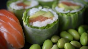 Grupo do rolo do sushi e de sushi vídeos de arquivo