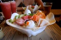 Grupo do Sashimi em um shell do mar Fotografia de Stock Royalty Free